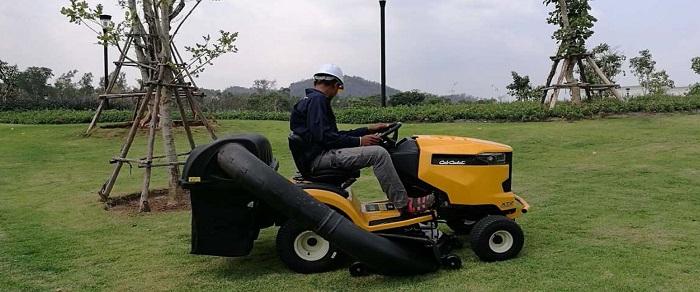 ศูนย์ซ่อมรถตัดหญ้านั่งขับมาตรฐาน