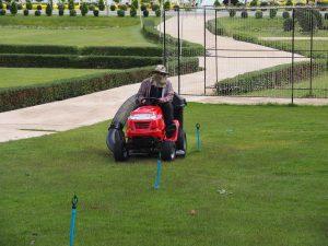 รถตัดหญ้านั่งขับ